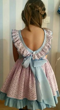 Diy Crafts - criança,moda-Get a free template to make this Southern Bell inspired dress for your girl. Gorgeous for special occasions. Little Dresses, Little Girl Dresses, Girls Dresses, Nice Dresses, Toddler Dress, Baby Dress, Little Girl Fashion, Kids Fashion, Girl Dress Patterns