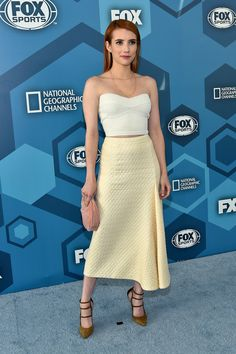 Lea Michele & Emma Roberts Reunite 'Scream Queens' Cast at Fox Upfront Photo Lea Michele and Emma Roberts hit the carpet while attending the 2016 Fox Upfront Presentation Party on Monday (May at Central Park's Wollman Rink in New York… Robert Fox, Star Fashion, Girl Fashion, Emma Roberts Style, Dana Rebecca, Scream Queens, Red Carpet Event, Asymmetrical Skirt, Red Carpet Fashion