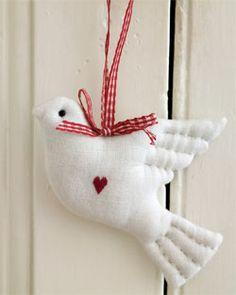 palomas hechas de fieltro para colgar del arbol de Navidad