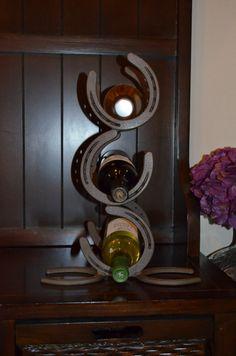 Horseshoe Wine Rack 3 Bottle Wine Rack by BatesBlacksmithing Horseshoe Projects, Horseshoe Crafts, Horseshoe Art, Metal Projects, Welding Projects, Metal Crafts, Horseshoe Ideas, Welding Crafts, Blacksmith Projects