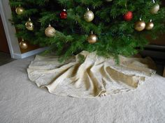 DIY Tree Skirt from Table Cloth   My Girlish Whims
