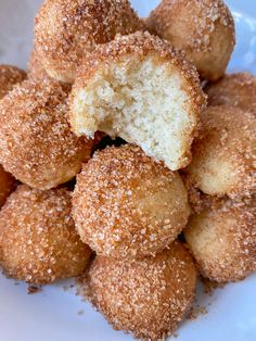 8 Ingredient Cinnamon Sugar Vegan Donut Holes – Peanut Butter and Jilly Egg Free Recipes, Donut Recipes, Baking Recipes, Whole Food Recipes, Baked Donut Holes, Donut Hole Recipe, Vegan Donut Recipe, Gluten Free Baking, Vegan Baking
