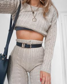 Hey heyyy to another dreamy knit set ❤️ I live in these on my days off - I've had 5 days of kitten ...
