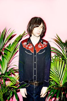 Bobby Gillespie (really want that shirt! UPDATE: found out this is an Isabel Marant shirt from a few seasons ago Primal Scream, Top Trumps, Music Pictures, Indie Music, Stevie Nicks, Picture Design, Esquire, Music Lovers, Rock N Roll