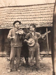 tell me this, pal: why isn't everbody sittin' on a fence in the moonlight playin' a banjo? Music Pics, Music Photo, Vintage Photographs, Vintage Photos, Vintage Posters, American Folk Music, Art Of Noise, Americana Music, Mountain Music