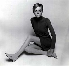Twiggy Blond girl with painted eyelashes, hair shorter than Vidal's BOB and really very skinny -Yes! This is Twiggy.Twiggy- is Lesley L. Sixties Fashion, Mod Fashion, Vogue Fashion, Fashion Models, Vintage Fashion, Mary Quant, Fashion Tips For Women, Fashion Advice, Estilo Twiggy