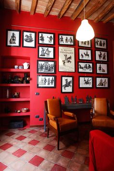 I love red walls and black frames