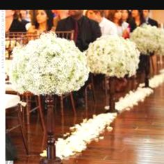 LOVE baby's breath, glad i included it in my wedding :)