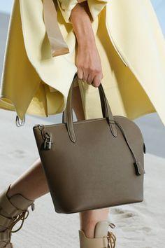 Look 13 Giambattista Valli, Fashion Design, Fashion Trends, Womens Fashion,  Fashion Show dc9cf7f55e9