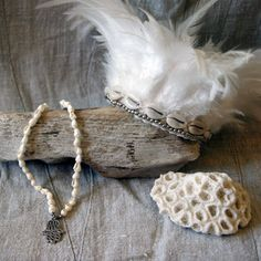 Feather crown by Okiwa on Etsy Feather Crown, Trending Outfits, Unique Jewelry, Handmade Gifts, Vintage, Etsy, Kid Craft Gifts, Feather Wreath, Craft Gifts