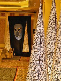 Venetian pattern inflatable cones and a giant Venetian masqerade mask; perfect for your Venetian themed event.  See more: http://www.theig.com
