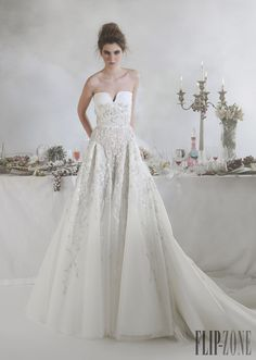 Basil Soda 2014 koleksiyonu - Gelinlik - http://tr.flip-zone.com/fashion/bridal/the-bride/basil-soda-4640