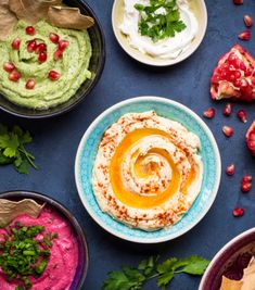 Adding pomegranate seeds to fresh guacamole really makes it pop! You have to try out our Pomegranate Guacamole with some chips. Potluck Recipes, Appetizer Recipes, Cooking Recipes, Salsa Fresca, Snacks Sains, Healthy Dips, Food For A Crowd, Best Appetizers, Clean Eating Snacks