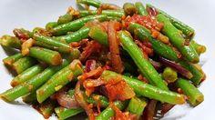 Kruidige sperziebonen met tomaat, lekker als bijgerecht #recepten #recept #food #koken #eten