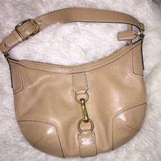 Classic coach shoulder bag Another classic coach. Authentic of course, tan/beige leather with gold hardware... This bag is over ten years old so there is slight wear on outside but inside is spotless - all photos are in flash so any small markings are visible - timeless bag Coach Bags Shoulder Bags