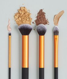 A wonderful addition to your beauty wardrobe!  Real Techniques Core Collection kit