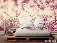 Spálňa vďaka fototapete získala romantický nádych a ideálne miesto na oddych