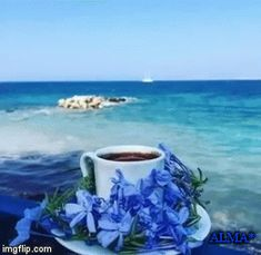 Make your own gifs with our Animated Gif Maker. Brown Coffee, I Love Coffee, My Coffee, Good Morning Coffee Gif, Coffee Break, Beautiful Gif, Beautiful Morning, Coffee Cafe, Coffee Drinks