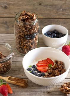 Granola sem gluten de cacau e banana - Made by Choices Sin Gluten, Healthy Breakfast Snacks, Dietas Detox, Happy Foods, Brunch Recipes, Healthy Recipes, Healthy Food, Good Food, Banana