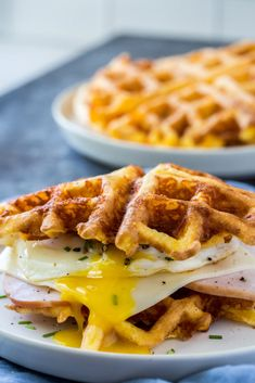 How To Make Keto Chaffles in 5 Minutes (Video) KetoConnect - Waffle Maker - Ideas of Waffle Maker Protein Waffles, Protein Bread, Keto Bread, Diabetic Bread, Diabetic Foods, Keto Waffle, Waffle Recipes, Snacks Recipes, Waffle Iron