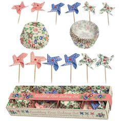 Ajoutez une petite touche de magie à vos recettes de gâteaux de fêtes. Réalisez d'originaux cupcakes avec ces moules fleuris accompagnés de leurs roses des vents à pois. 7,90 € http://www.lafolleadresse.com/fetes-mariage-baptemes/655-set-roses-des-vents-pour-cupcakes.html