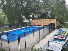 Grâce à nos clôtures de piscine, une conciliation Famille-Sécurité est possible!👨👩👧👧 Enfant Sécure, c'est la solution afin de pouvoir passer du bon temps en famille dans la cour arrière en toute tranquillité d'esprit! Voici d'ailleurs une sublime réalisation faite par notre installateur Dannis Rathé qui avait pour but d'offrir à cette famille un espace sécuritaire pour leurs enfants en bas âge! ☎️1-800-635-3926 📧info@enfantsecure.com Family Safety, Child Safety, Removable Pool Fence, Young Children, Peace Of Mind, Swimming Pools, Deck, Backyard, Outdoor Decor