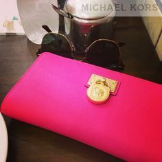 Known As The Famous Brand In Fashionable Area, Michael Kors Logo Large Grey Wallets Is Always Your Best Choice! #GameDay #MichaelKors #michael #kors #purses #Michael #Kors #Bags