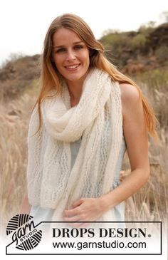 """Knitted DROPS scarf with lace pattern in """"Vivaldi"""". ~ DROPS Design"""