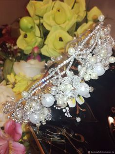 Купить или заказать Свадебная корона ободок«Королева» в интернет магазине на Ярмарке Мастеров. С доставкой по России и СНГ. Материалы: имитация жемчуга, белый жемчуга,…. Размер: Высота от 2 до 4см