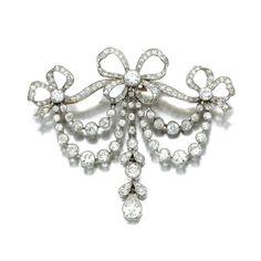 DIAMOND BROOCH/PENDANT,  CIRCA 1910