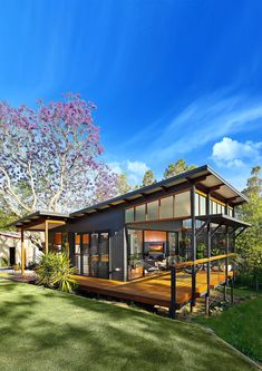 See the range of Baahouse granny flats, studios, retreats and small house design. Designed by Australia's leading small house Architects and designs. Tiny House Design, Modern House Design, Casas Containers, Roof Design, Design Design, Prefab Homes, Tiny Homes, Small House Plans, Building A House