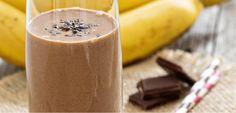 Eu amo um smoothie geladinho e cremoso! E para os dias de calor não há nada melhor! Nessa receita juntei dois alimentos que eu amo: chocolate e banana! Delícia! Os poderes do cacau eu já contei AQU…   http://blogdamimis.com.br/2014/12/16/smoothie-de-banana-e-chocolate/