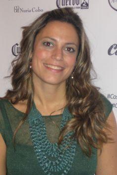Lourdes Aguilar es Asesora de Imagen y Personal Shopper. Cordobesa de nacimiento y farmacéutica de profesión durante 7 años, un buen día decidió dedicarse a lo que de verdad le apasionaba, la moda. Ha realizado sus estudios en la Escuela Sevilla de Moda, durante los cuales ha colaborado en distintos proyectos y actividades que se han celebrado en la ciudad de Sevilla. Actualmente organiza talleres y asesora a clientas.