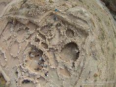 Jordanie: des squelettes vieux de 9000 ans inhumés de façon étrange à l'époque où ces squelettes ont été enterrés, il y a 9000 ans, leur société subissait un bouleversement majeur en passant d'une vie nomade de chasseur-cueilleur à un mode de vie sédentaire et agricole.