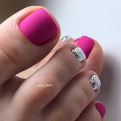 Semi-permanent varnish, false nails, patches: which manicure to choose? - My Nails Pedicure Designs, Pedicure Nail Art, Toe Nail Designs, Pedicure Ideas, Art Designs, Toe Nail Color, Toe Nail Art, Nail Colors, Pretty Toe Nails