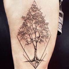 Arvore da @_luiza_b_  brigadao pela confiança! #localartetattoo #localteam #auluslocal #tattoo #tatuagem #tatuaje #blackwork #linework #dotwork #lines #dots #linhas #pontilhismo #geometric #geometrico #arvore #arvoretattoo #tree #treetattoo #legtattoo