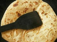 Roti is eaten widely in South Asia. It is the main part of our meals. Roti, naan, chapati, paratha and kulcha all fall under the same category. We consume roti like west consumes bread. A traditional meal is incomplete without roti. Chicken Roti Recipe, Chicken Curry, Unique Recipes, Indian Food Recipes, Indian Foods, Chapati Recipes, Yeast Bread Recipes, Indian Chicken, Indian Breakfast