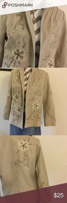 Draper's & Damons Embroidered Tan Blazer So much embroidery and sequins that truly name this Blazer spectacular.  It can be dressed up or down.  There is a faint stain on it that I'm sure can be laundered out.  You have to look for it to notice it. Fully lined. Draper's & Damons Jackets & Coats Blazers