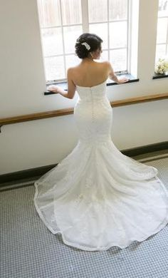 Pronovias ombera 8: buy this dress for a fraction of the salon price on PreOwnedWeddingDresses.com