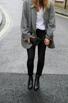 Isabel Marant ovesized blazer, Mansur Gavriel clutch & Saint Laurent boots. Via Mija