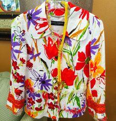 Closet Connoisseur Resale Closetconnoisseurresale.com Closet Connoisseur Resale #saresale #SanAntonioresale #bestresale #consignment #closetconnoisseur  #closetconnoisseurresale #homedecor #homedecoration #art  #fashion #accessories Dolce Gabbana white and floral jacket #dolcegabbana