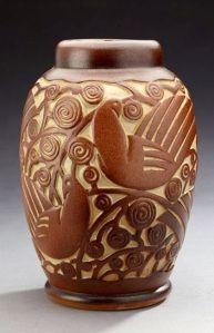 Frères MOUGIN (1897-1961), vase Pigeons et fleurs en grès émaillé de Geo Condé