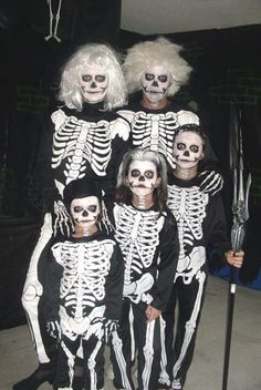 A huge list of free or homemade Halloween costume ideas for families. Also cute photos of our family costume ideas we have made for Halloween in the past. Skeleton Halloween Costume, Fete Halloween, Halloween Photos, Homemade Halloween, Creative Halloween Costumes, Holidays Halloween, Cool Costumes, Costume Ideas, Halloween 2014