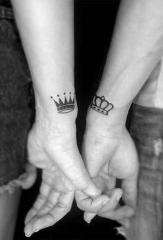 60 perfect tattoos for the couple of hopeless romantics .- 60 perfect and forever couple of matching tattoos for the hopeless romantics – Page 18 of 60 – tattoos✒️ – Couple Tattoos Love, Love Tattoos, Tattoos For Guys, Crown Tattoos, Tatoos, Romantic Couples Tattoos, Beste Freundin Tattoo, Freundin Tattoos, Mini Tattoos