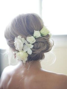 How many times in life do you have an excuse to legitimately have flowers in your hair? I definitely want flowers in my hair in some way on my wedding day. Up Hairstyles, Pretty Hairstyles, Wedding Hairstyles, Wedding Updo, Bridal Updo, Wedding Girl, Casual Wedding, Perfect Hairstyle, Bridesmaid Hairstyles