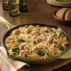 Chicken and broccoli alfredo recipe. How to cook Chicken and broccoli alfredo from milk, butter or margarine, grated Parmesan cheese and 4 others. Zucchini Alfredo, Chicken Broccoli Alfredo, Chicken Zucchini, Chicken Fettuccine, Broccoli Pasta, Frozen Broccoli, Food Network Recipes, Cooking Recipes, Cooking Ideas
