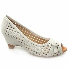 Schuh Female Kiwi Perf Buckle Peep Leather Upper Low Heel in White SCHUH Kiwi Perf Buckle Peep Cute peep toe sandals with a kiwi wedge from Schuh. Perforated upper with non functioning buckle on the vamp. Cork insole and heel and a heel height of 6cm http://www.comparestoreprices.co.uk/ladies-shoes/schuh-female-kiwi-perf-buckle-peep-leather-upper-low-heel-in-white.asp