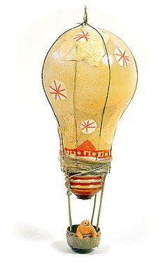 globo aerostático con bombilla de luz. Idea para decorar y divertirse-ecoinvento