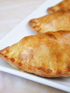 Creamy Chicken and Bacon Pastry Pockets - Our Best Bites Piroshki Filling Recipe, Pierogi Recipe, Piroshky Recipe, Russian Recipes, Russian Foods, Armenian Recipes, Gourmet, Mushrooms, Treats