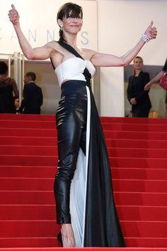 EN IMAGES. Sophie Marceau monte les marches de Cannes en pantalon - L'Express Styles